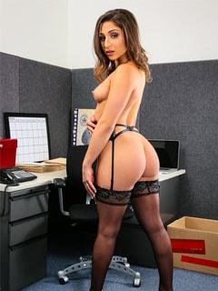 Порно модель Abella Danger