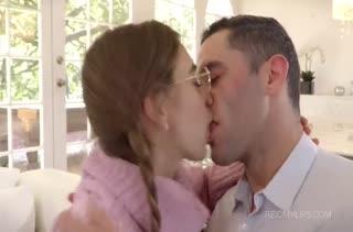 Молодая шлюшка Riley Reid любит анальные оргии
