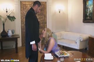 Похотливая Paige Turnah променяла старого мужа на дворецкого