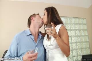 Francesca Le жадно сосет и долбится в задницу