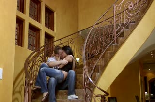 Жестко присунул в Annie Cruz прямо на лестнице