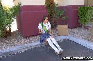 Молодую Samantha Parker поц отдрючил на полу
