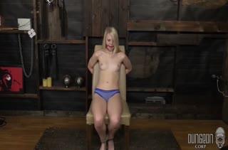 Lily Rader с кляпом во рту жестко трахают секс игрушкой