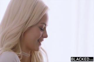 Молодая шлюшка Elsa Jean любит чернокожих