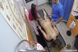 Групповое любительское порно в массажном кабинете