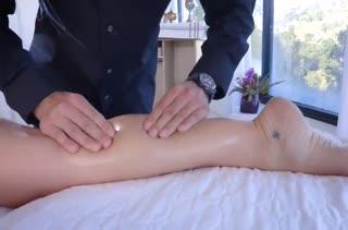 Cherie DeVille потекла от ласк опытного массажиста