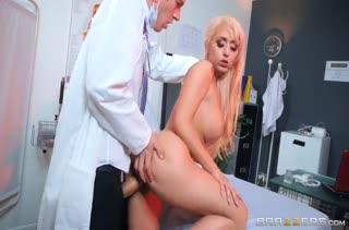 Пациентка Christina Shine платит доктору натурой