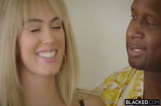Блондинистую Athena Palomino крепко жарит негр