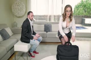 Сексуальная Paola Guerra готова на все ради клиента