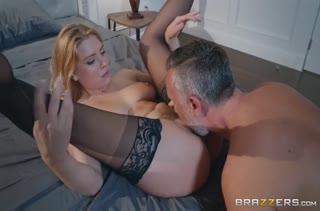 Giselle Palmer встречает голая мужа с работы