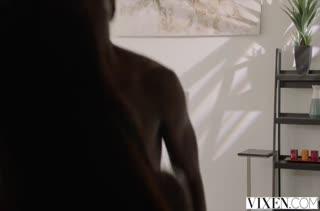 Негр растянул дырки Ana Foxxx после фотосессии