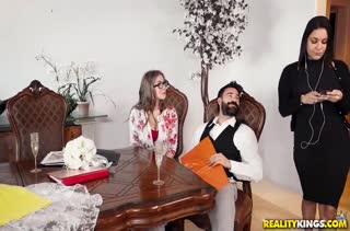 Бородатый черт посадил на кукан жопастую Lena Paul