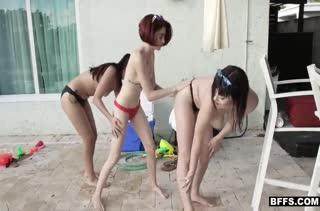 Брюнетки лесбиянки снимают домашнее порно