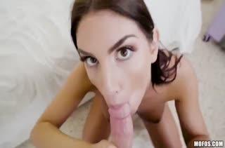 Чувак снимает секс с телочками на камеру