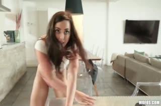 После бассейна девочки устроили любительское порно