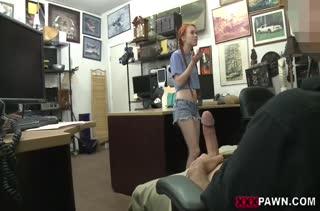 Молодую Dolly Little отдрючили прямо в магазине
