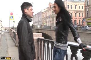Русская брюнетка попробовала любительское порно