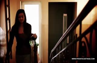 Niana Dorev в чулках красиво извивается на стояке
