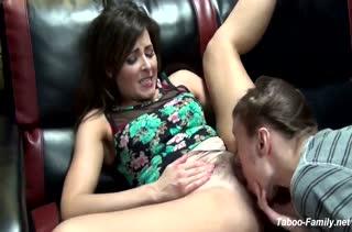 Домашнее порно с симпатичной мамкой Helena Price