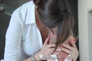 Смачное романтическое порно с красивой мамкой Holly Michaels