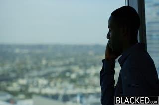 Черный мужик перепихнулся с грудастой массажисткой Valentina Nappi
