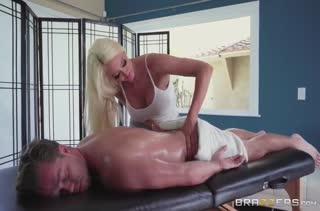 Пациент не устоял перед огромными сиськами Nicolette Shea