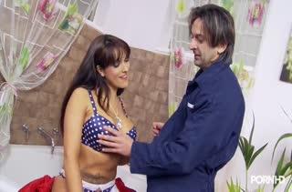 Красивое порно с фигуристой брюнеткой Valery Summer