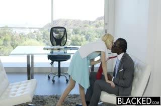 Худенькая красотка Odette Delacroix отдается африканцу