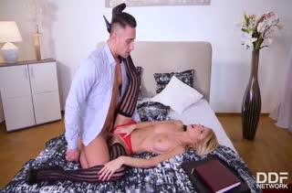 Missy Luv решила порадовать ухажера секс нарядом