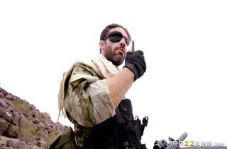 Бывалый солдат мощно отшпилил молодую нимфу Casey Calvert