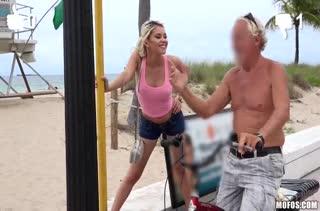 Блондинка Marsha May возбуждается от жесткого секса