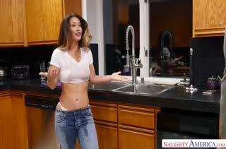Молодая Eva Lovia делает минет и устраивает порно