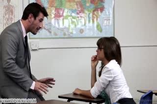 Шлюшковатая Riley Reid устроила с преподом порно в кабинете