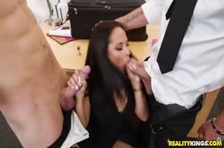 Жесткое двойное порно с Kristall Rush на работе