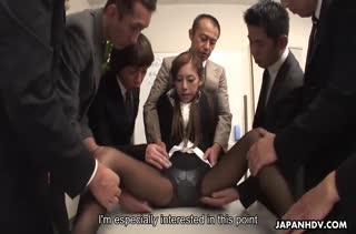 Сотрудники жестко трахают азиаточку после работы