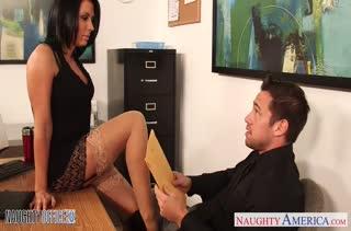 Соблазнительная секретарша Rachel Starr дает начальнику