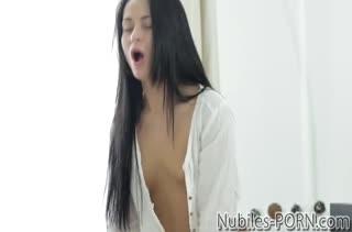 Милая Kristall Rush красиво ерзает на большом пенисе