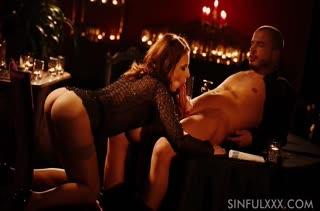 Antonia Sainz эротично раздвигает ноги и стонет