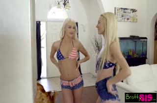 Две молодые блондинки по полной насладились групповухой