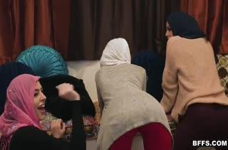 Развратные мусульманки жаждут траха на большом члене
