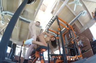 Emily Willis с удовольствием устроила трах в спортзале