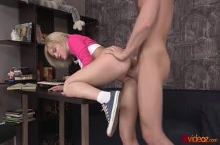 Доверчивую блондинку раскрутили не секс в задницу