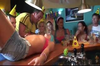 Пьяные сучки устроили групповой разврат на вечеринке