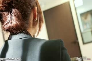 Isabella De Santos тихонько устроила порно на работе