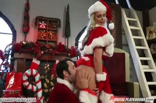 Новогодний перепихон с Phoenix Marie в секс наряде
