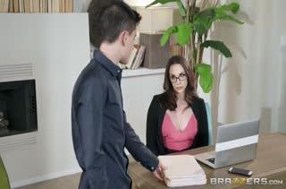 Шикарная Chanel Preston в чулках совратила пацанчика в офисе